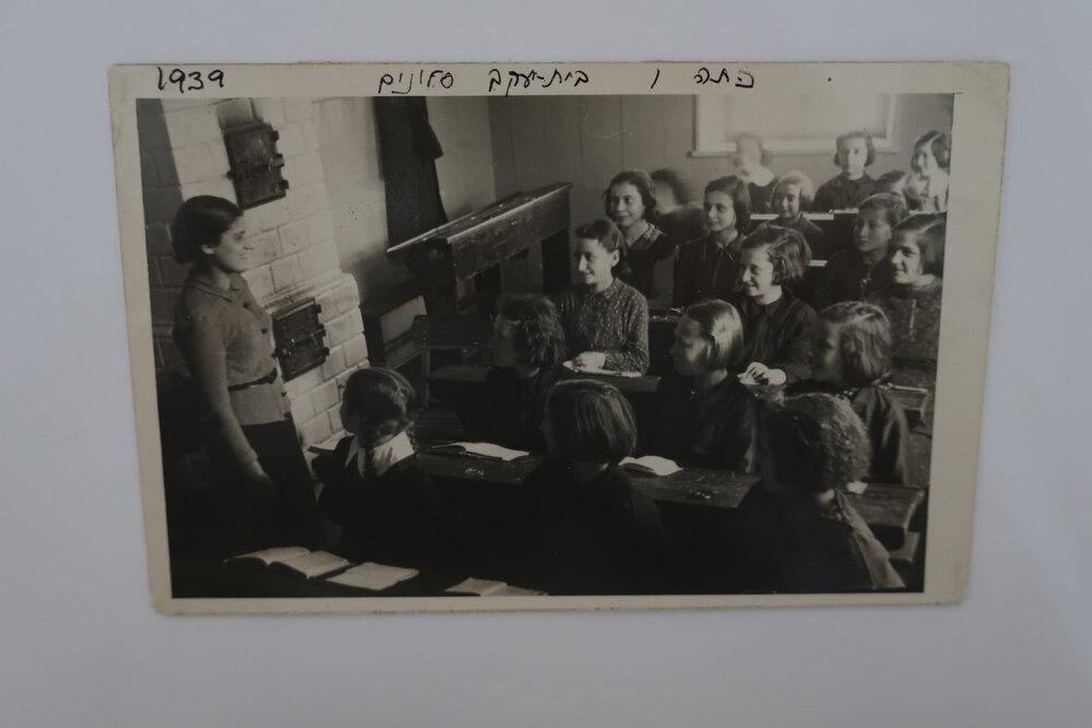 Uczennice Bejs Jaakow Slonim w 1939 r.