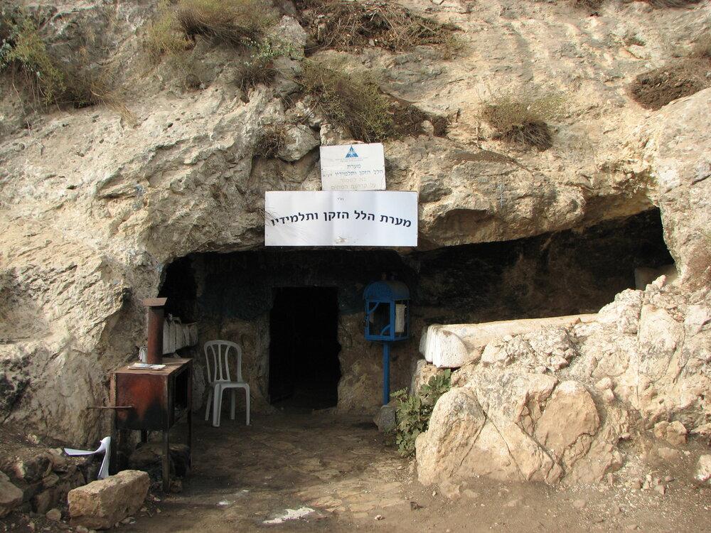 Grota grobowa Hilela Starszego oraz jego uczniów w Meron, Izrael.