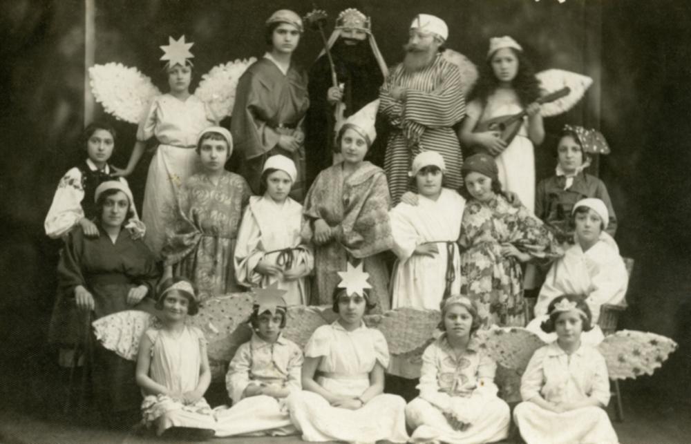 Uczennice Bejs Jaakow w przedstawieniu teatralnym o Josefie i jego braciach.
